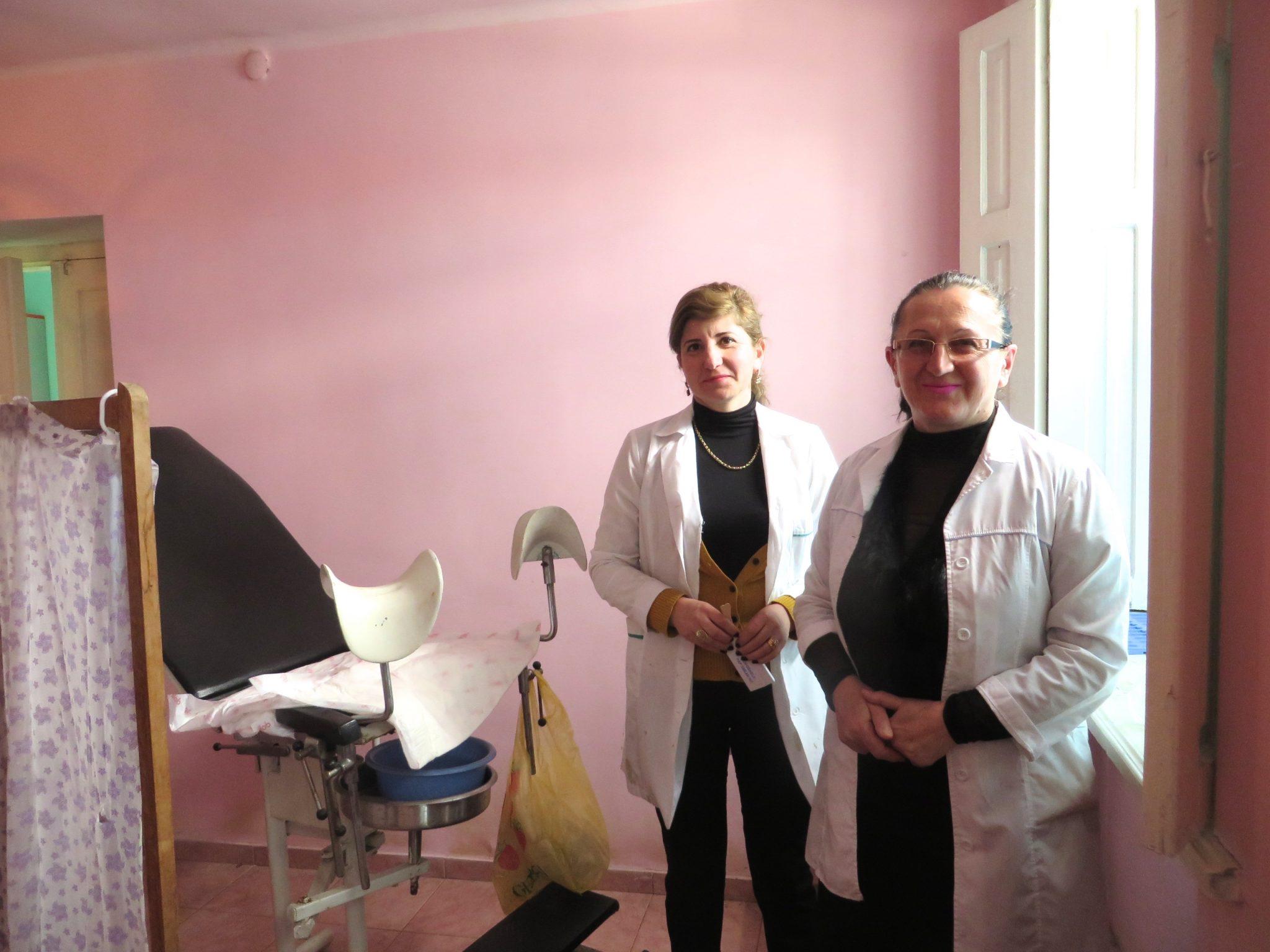 Every year, nurse Maia Mamulashvili and gynaecologist Manana Vengrjhanovich of Georgia's Democratic Women's Organization provide hundreds of women and girls with free screenings and care. Photo: Emma Söderström / Kvinna till Kvinna.