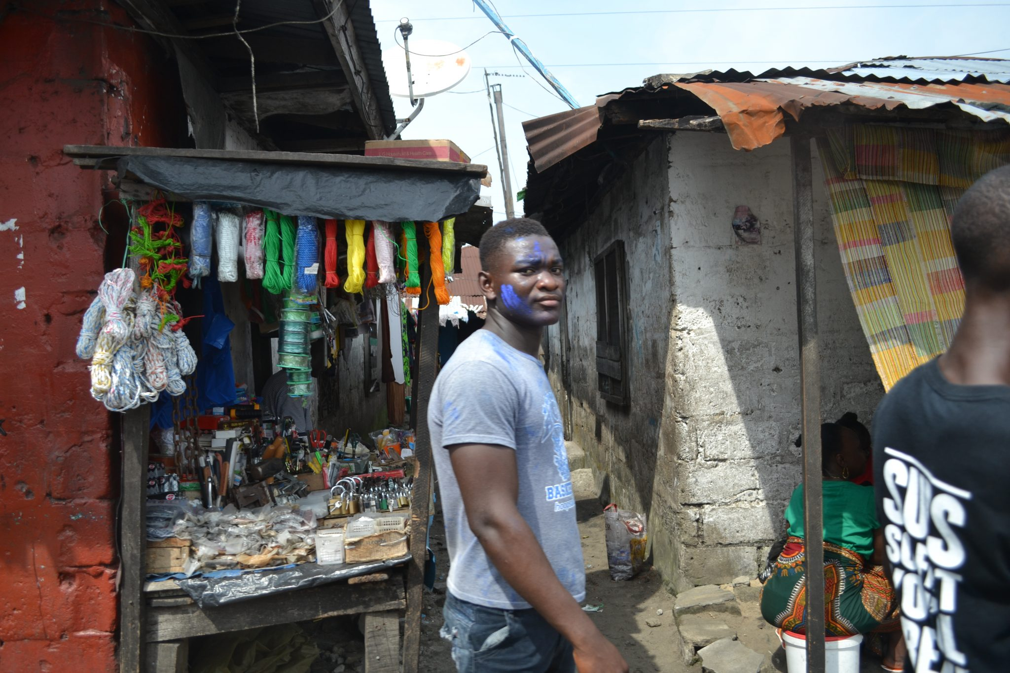 Street in West Point, one of Monrovia's largest slum communities. Photo: Anna-Carin Hall / Kvinna till Kvinna