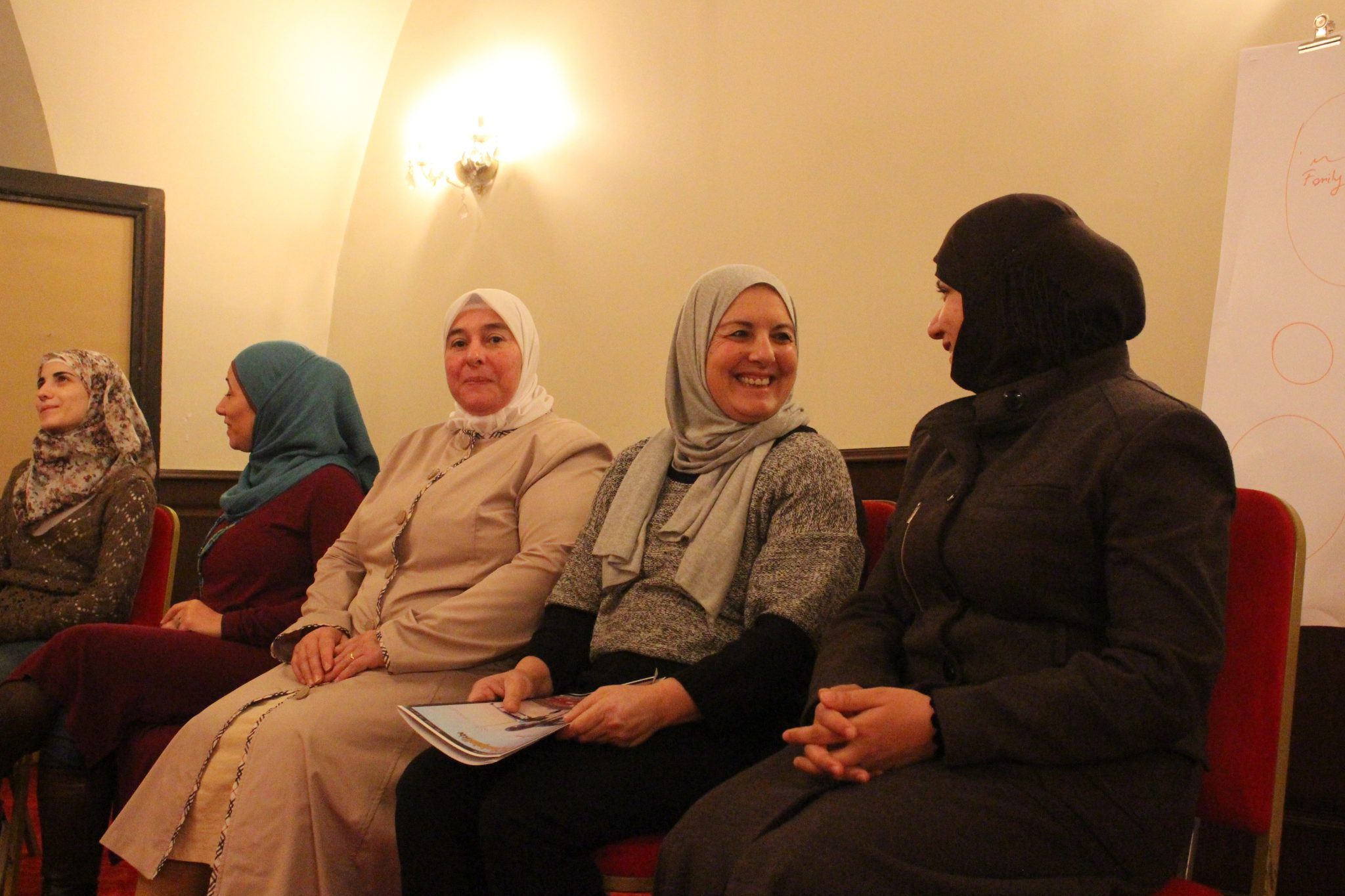 Women's rights activists from Palestine talk to Syrian activists about their experience of trauma treatment. Photo: Sara Lindvall / Kvinna till Kvinna.