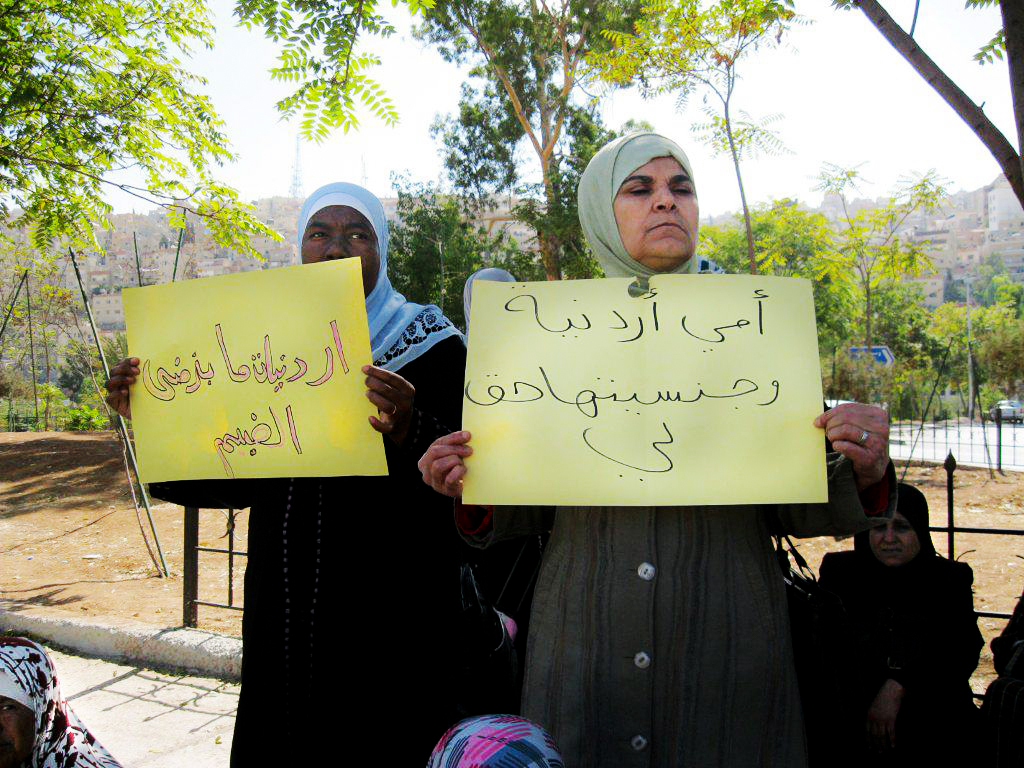 Women's rights activists of our partner organisation AWO, holding up signs saying